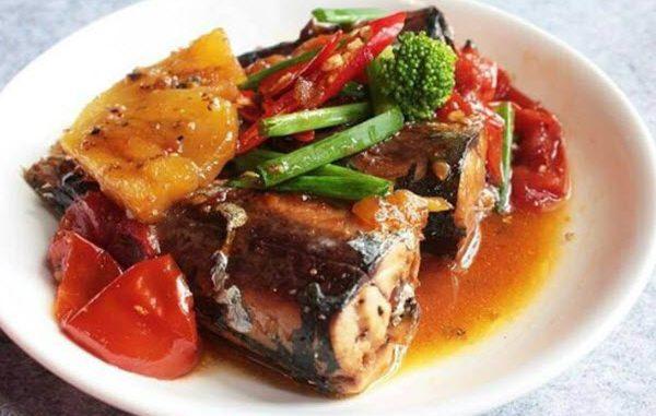 Cách làm cá nục kho cà chua và dứa